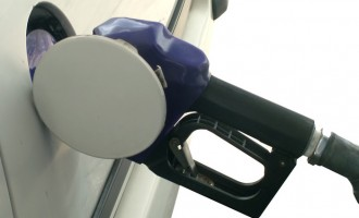 FG slashes petrol price to N121.50 per litre