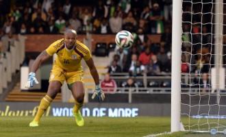 Ex-goalies support Ejide despite shocking Scotland display