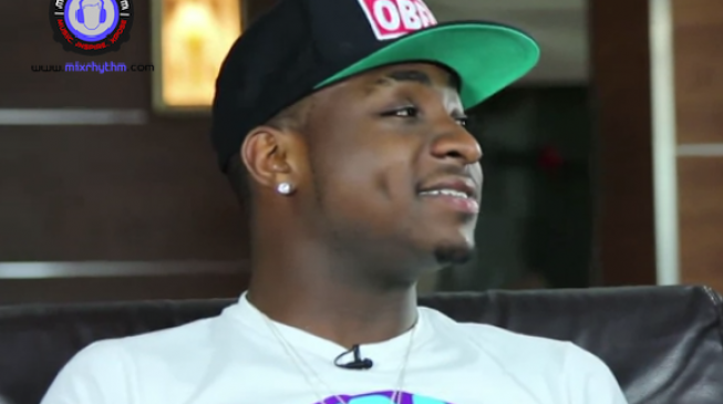 Davido flaunts cash after losing N13m to robbers