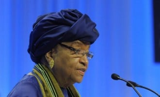 Ebola: Sirleaf bans Liberian officials from travelling