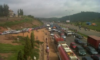 After 2 crashes, Lagos restricts movement of trailers