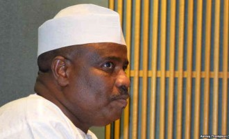Tambuwal parts ways with 252 aides loyal to APC (updated)