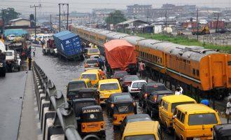 Oil marketers, truck drivers laud navy for easing Apapa gridlock