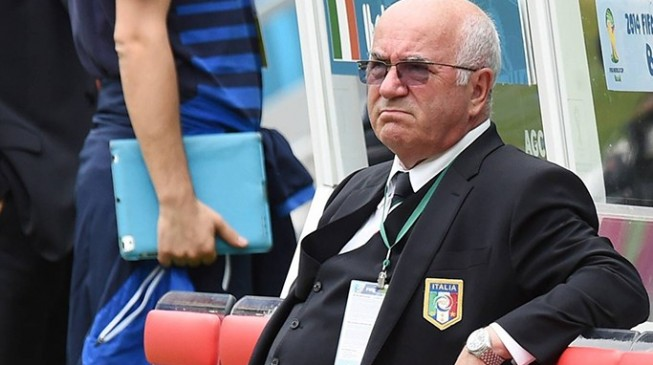 Banned Tavecchio receives backing of Italian FA