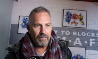 Kevin Costner: 'Arsenal is my team'
