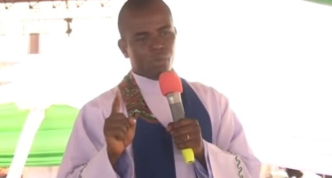 APC to Mbaka: We'll report you to Pope for threatening Buhari