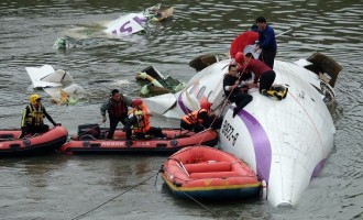 25 killed as Taiwan plane crashes into river