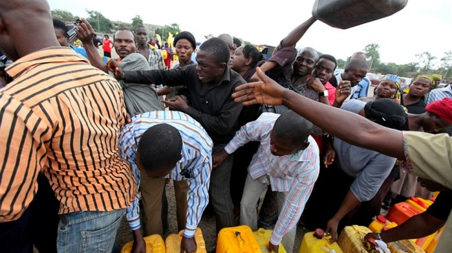 Black marketers buy petrol in Cotonou, re-sell to Nigerians
