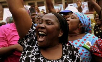 Jubilant crowd celeberate Buhari's victory in Abuja