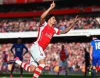 Arsenal climb to 3rd spot, Liverpool hit City's title hopes
