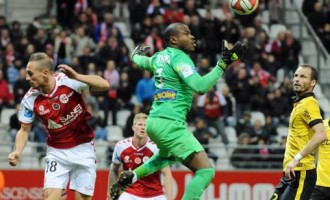 'Injured' Enyeama helps Lille overcome Reims in Ligue 1