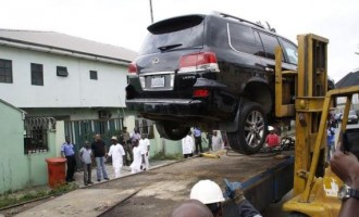 Wike goes after another aide of Amaechi, impounds his car