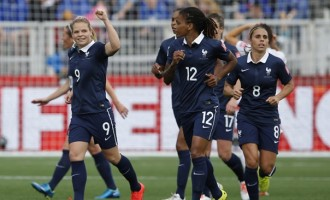 Le Sommer's stunning strike earns France win over England