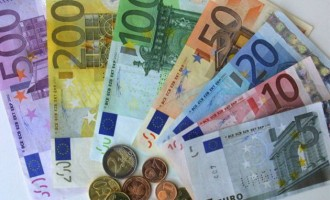 EUR declines across the board but USD bulls gain some inspiration