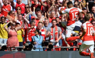 Arsenal beat Chelsea to end Mourinho's record