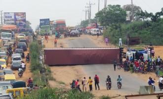 Again, 40-foot container falls on Ikorodu road