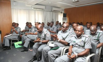 Customs officers to get incentive-based pay