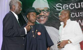 Ministerial screening: Fashola wins support of Lagos senators… Amaechi still stranded