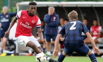 Alex Iwobi signs new contract with Arsenal