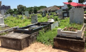 Inside Nigerian cemeteries: Snake forest, 'mad chairman' and the dead killing the living