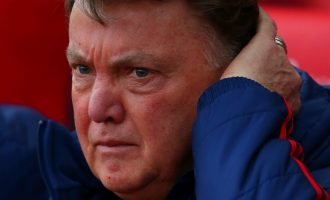 Red faced Van Gaal rules twitter after United's 0-2 loss to Stoke