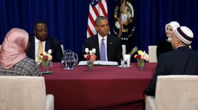 Obama makes historic visit to US mosque