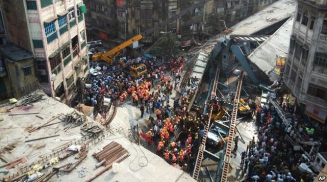 15 dead, 100 trapped in Indian bridge collapse