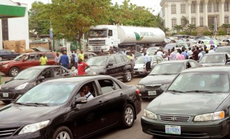 US offers to help Nigeria end fuel scarcity