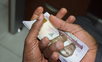 Naira sinks to 480/$1 as scarcity returns