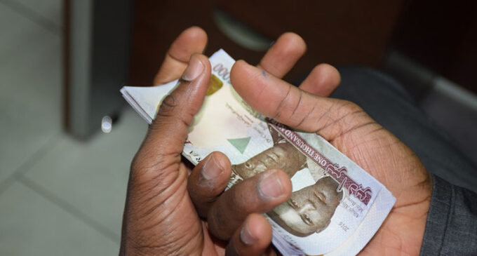 Study: COVID-19 can remain on bank notes, phone screens for up to 28 days