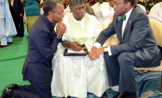 EXTRA: Like Ooni, el-Rufai 'kneels' for Obasanjo
