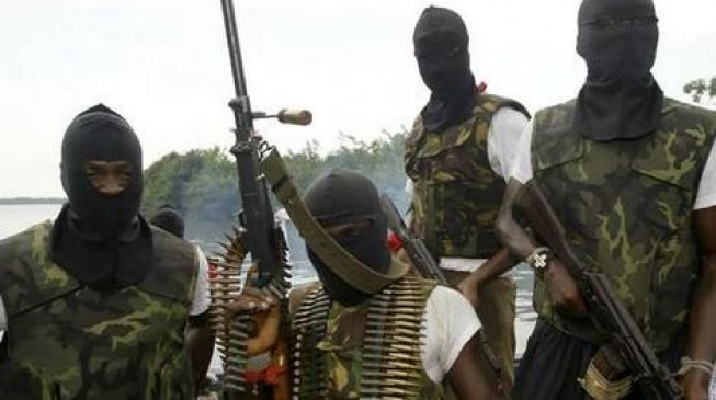 Militants ask oil firms to shut down in 2 weeks