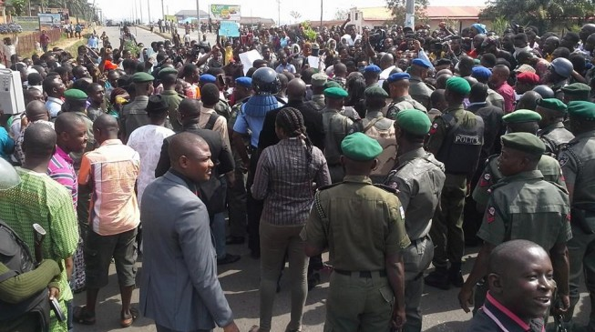 Anti-Fayose protesters troop to streets, demand his resignation