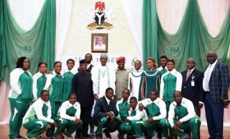 Buhari charges Rio Olympics team to 'go for gold'