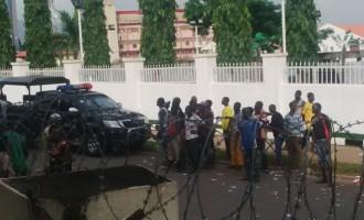 Violent protest at APC secretariat over unpaid Bauchi workers' salaries