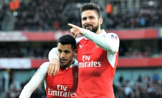 Alexis, Giroud 'brace' their ways to compound Sunderland's woes