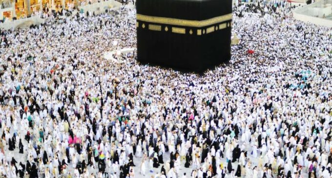 Coronavirus: Saudi Arabia suspends congregational prayers