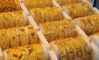 Trade war escalation triggers risk aversion, but gold prices fall