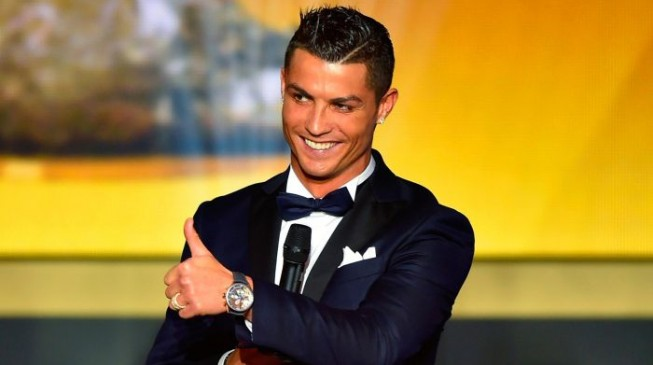 Ronaldo wins 2016 Ballon d'Or… now one short of Messi's record