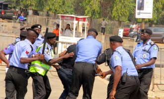 Police, Shi'ites clash around national assembly