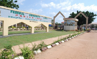 Varsity VC appeals to students to spend less time on social media