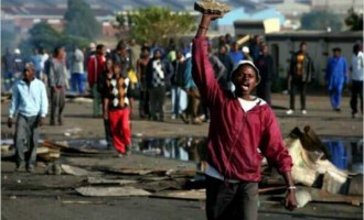 Angry South Africans burn houses of Nigerians