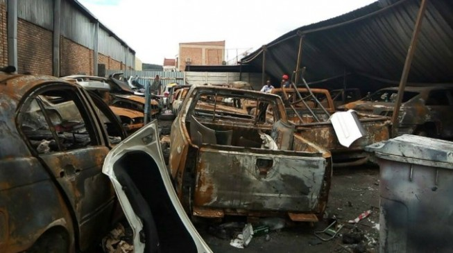 Three killed as South African mob sets shops of Nigerians on fire