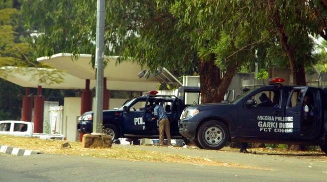 Fayose hosts Makarfi's PDP as police seal off venue of Abuja meeting