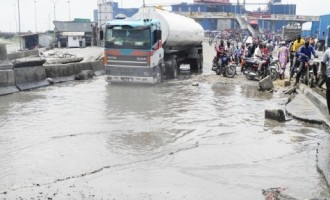FG signs N4.34bn MoU with Dangote for rebuilding of Apapa wharf road