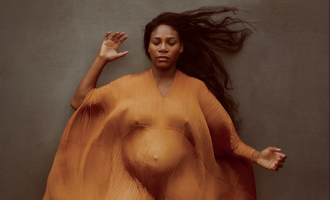 Serena Williams does nude pregnancy shoot for Vanity Fair