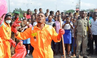 Sterling Bank, Olamide excite Lagosians with clean flash mob