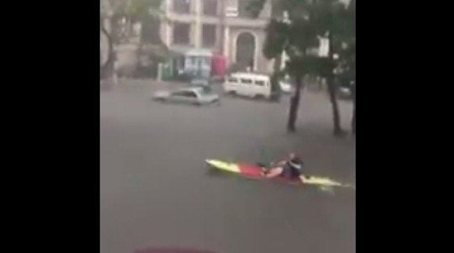 Foreigner paddles canoe on the flooded streets of VI
