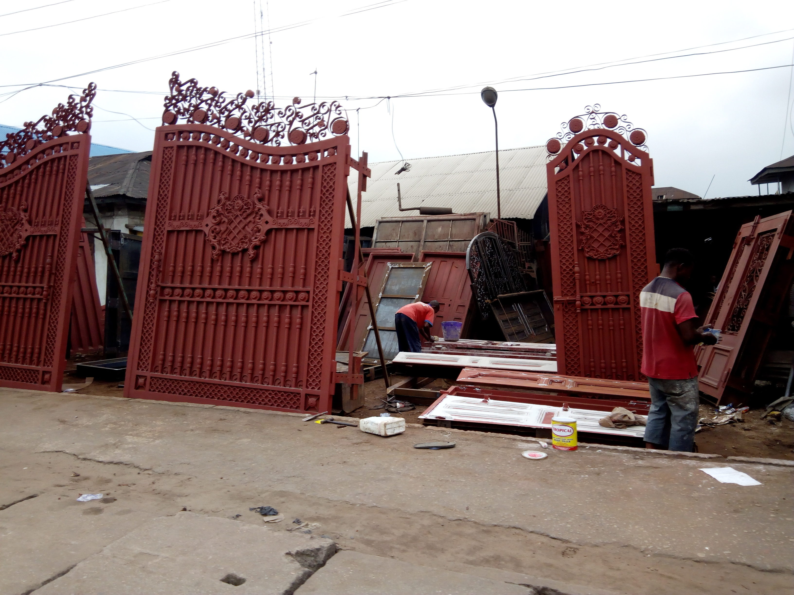 Iron works artisans deliver their jobs using generators