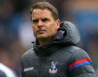 Frank de Boer is first coach to get sacked in new EPL season